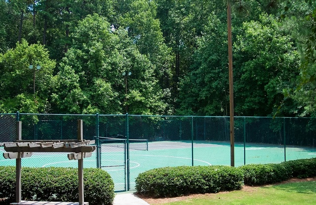 Shadow Lake Apartments Tennis Court